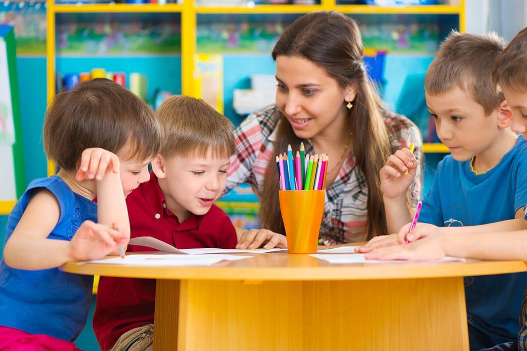 Une nounou ou une assistante-maternelle ?